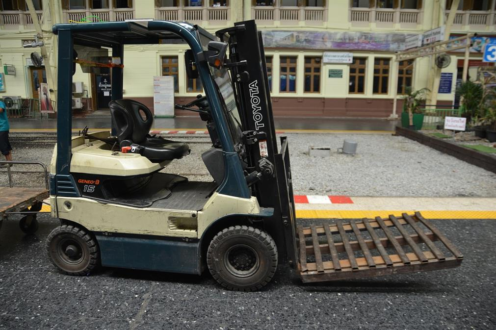 """21-Year-Old Man Dies After Falling 40-Feet from Forklift Due to """"Mechanical Failure"""""""
